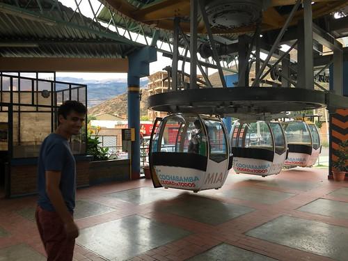 Il n'y a pas qu'à La Paz que l'on trouve des téléphériques !