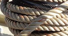"Das Seil. Die Seile. Das Tau. Die Taue. • <a style=""font-size:0.8em;"" href=""http://www.flickr.com/photos/42554185@N00/23348505471/"" target=""_blank"">View on Flickr</a>"