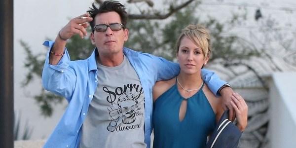 Ex-noiva processa Charlie Sheen após ator revelar vírus HIV
