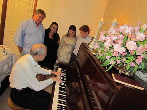 Dom Lélis Lara, ao piano