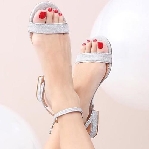 Gliter nos pés para fazer bonito e ficar confortável nas festas