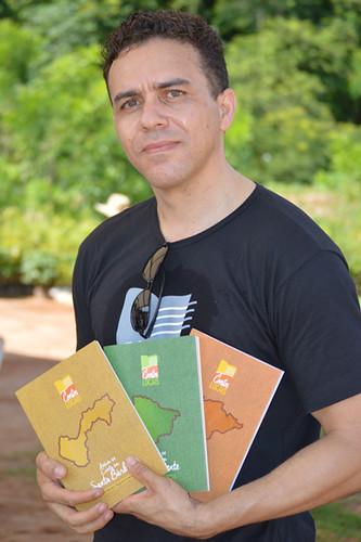 Cristiano Augusto Lopes e seus trigêmeos