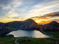 Lake in heaven #covadonga #lagocovadonga #lagosdecovadonga #asturias #españa #spain #montañas #lago #lake