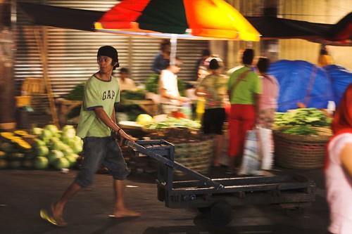 Carbon Market, Cebu kariton man pushing cart  Buhay Pinoy Philippines Filipino Pilipino  people pictures photos life Philippinen