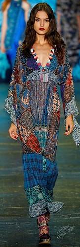 Modelo Ana Sui para o verão 2016