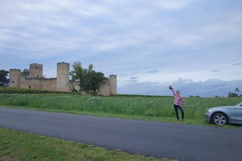 Devant le château de Budos !
