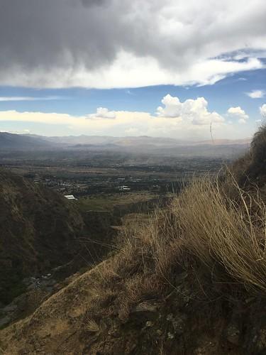 Au loin, Cochabamba paraît tout petit