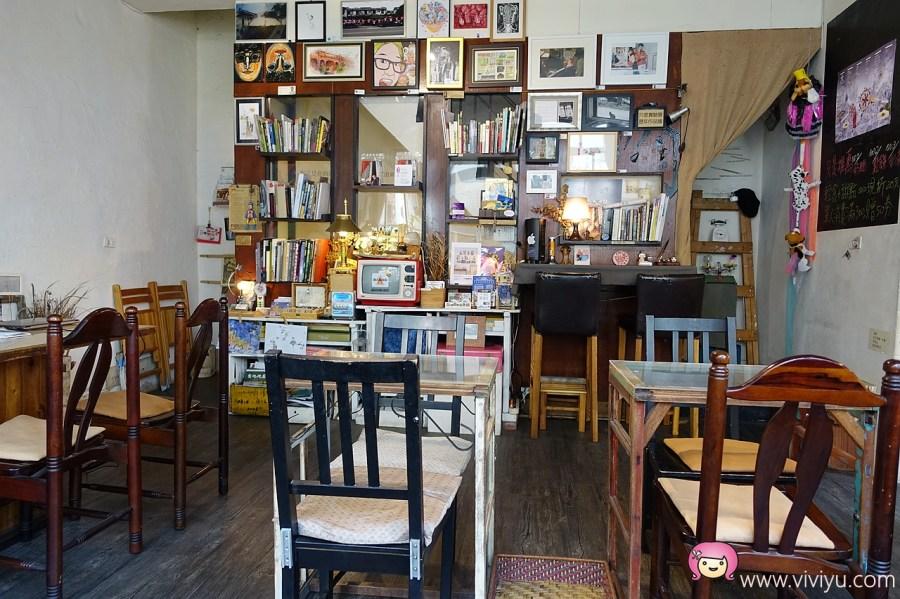 [桃園.美食]只是光影 獨立咖啡廳~充滿文青風的新民街咖啡館.不定期有佈展 @VIVIYU小世界