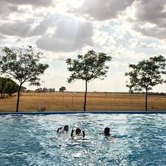 Sobris and pool #eltaray #lamancha #laspedroñeras #cuenca #españa #spain #pool #piscina #rockandroll