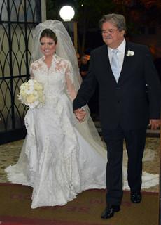 A noiva, emocionadíssima, ao lado do pai Darcy Franco