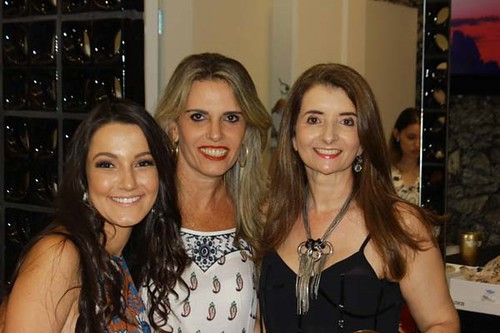 Raquel Costa, herdeira de Flavinha e Rogério, com uma amiga e Rosane Franco