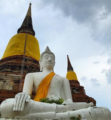 White #Buddha  @ #WatYayChaiMongkhon #Ayutthaya #Thailand  #thailoup #traveloup
