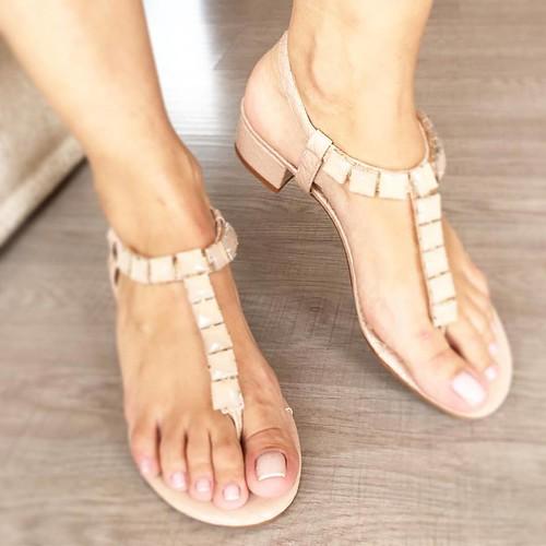 Saltinhos quadrados podem acompanhar as sandálias de verão