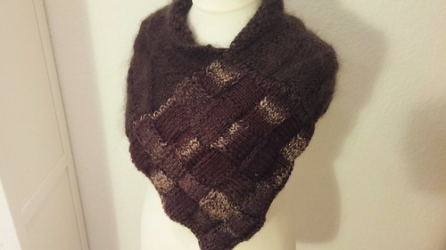 """Entrelac Schulterwrap II • <a style=""""font-size:0.8em;"""" href=""""http://www.flickr.com/photos/92578240@N08/22391069176/"""" target=""""_blank"""">View on Flickr</a>"""