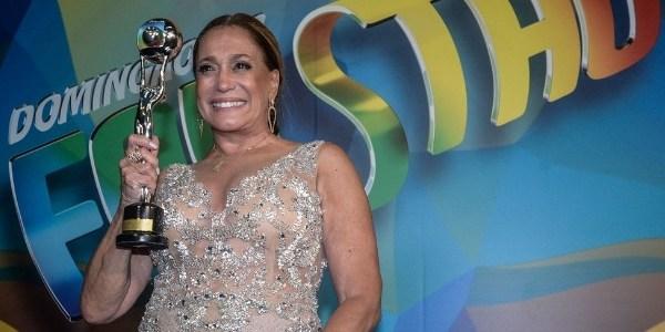 Susana Vieira cutuca paulistas e dispensa modéstia em homenagem da Globo