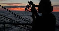 """Der Sextant. Die Sextanten. Die Frau bestimmt mit Hilfe des Sextanten die Position des Schiffes. • <a style=""""font-size:0.8em;"""" href=""""http://www.flickr.com/photos/42554185@N00/33114807975/"""" target=""""_blank"""">View on Flickr</a>"""
