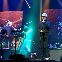 Trevor Horn singing with Yes
