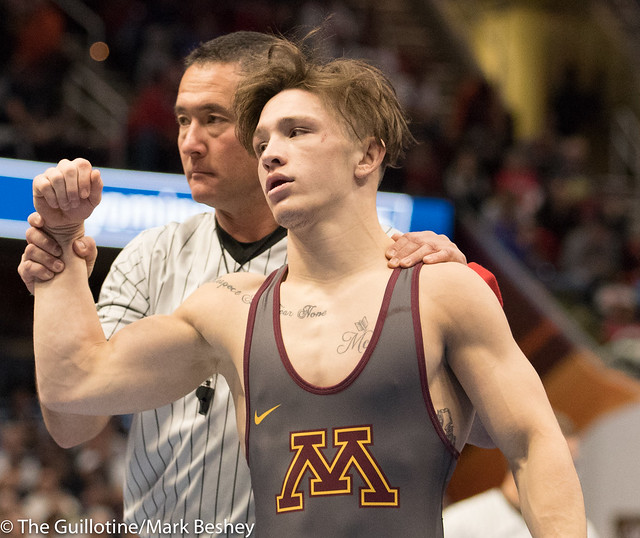 133 Cons. Round 2 - Mitch McKee (Minnesota) 21-7 won by major decision over Zachary Sherman (North Carolina) 16-19 (MD 12-2) - 180316amk0050