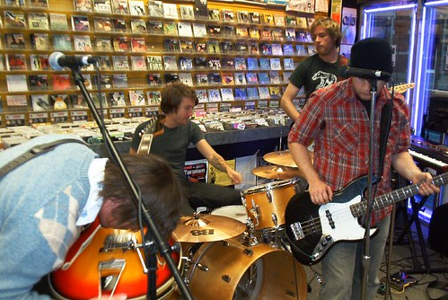 Statue Park live! in-store performance at Music Trader on Oct.4 2006