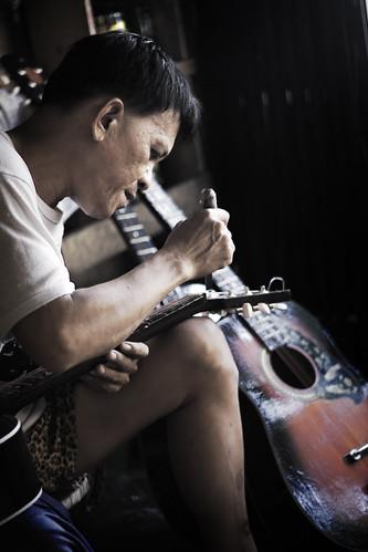 cebu guitar making craftsman handicraft Pinoy Filipino Pilipino Buhay  people pictures photos life Philippinen  菲律宾  菲律賓  필리핀(공화�) Philippines