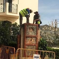 ❤️Ha començat l'enderroc del monument a Clavé que va pagar el poble i van construir els cantaires del Coro de Tiana. Només ens resta esperar que el govern compleixi el seu compromís amb Junts per Tiana de reconstruir-lo tal com era. 😢 #Tiana #pa