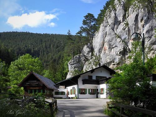 Hut Rocks Summer / Fogadó Sziklák Nyár