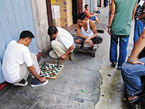 Chinatown, Manila men playing chess  Buhay Pinoy Philippines Filipino Pilipino  people pictures photos life Philippinen  菲律宾  菲律賓  필리핀(공화�)  board game