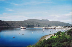 Ullapool Harbour by oldweston (flickr)