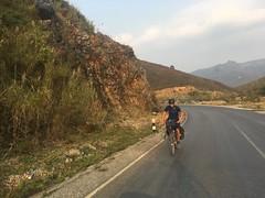 Sportlich unterwegs:-) Gegenanstieg nach dem steilen Pass