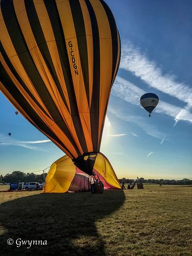balloon hotairballoon bristolballoonfiesta2018 colour event sky clouds vapourtrail
