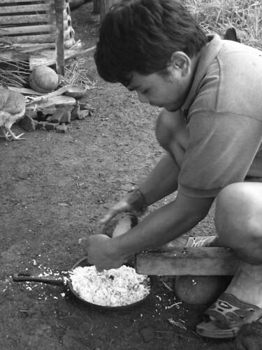 man shredding grating coconut rural niyog Buhay Pinoy Philippines Filipino Pilipino  people pictures photos life Philippinen  菲律宾  菲律賓  필리핀(공화�)