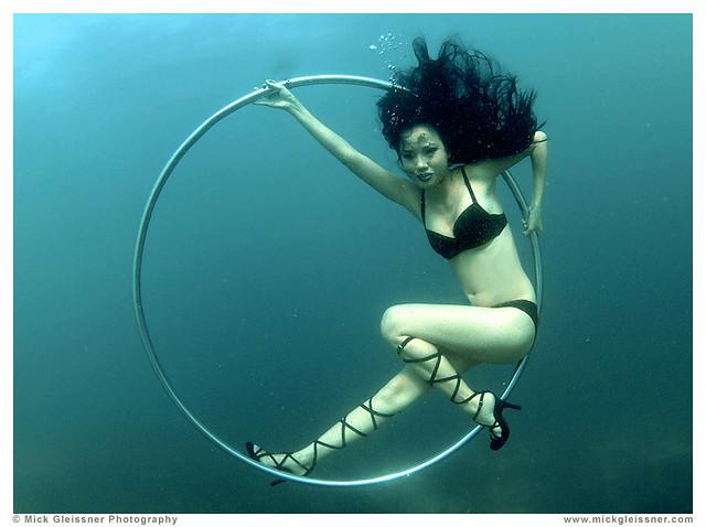 Underwater Babe Bebe Pham