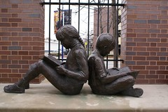 """The Kids Reading Together"" - CC Attribution Share Alike Some rights reserved by Valerie Everett"