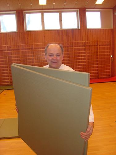 A 7th dan shihan carrying mats!
