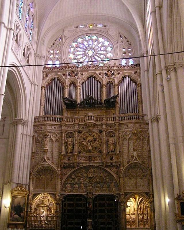 Interior Puerta de los Leones y Organo del Emperador Catedral de Santa Maria de Toledo 05