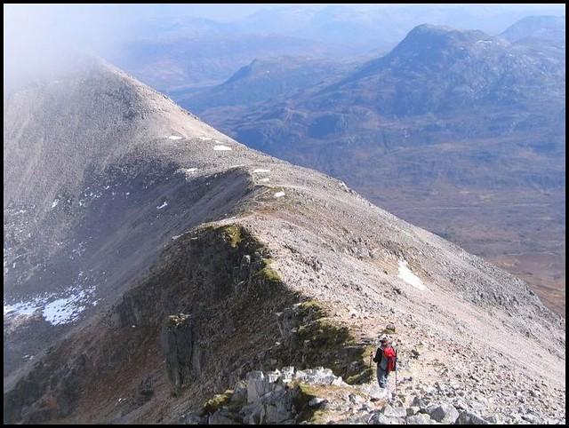 Looking east along the ridge from Coinneach Mhor