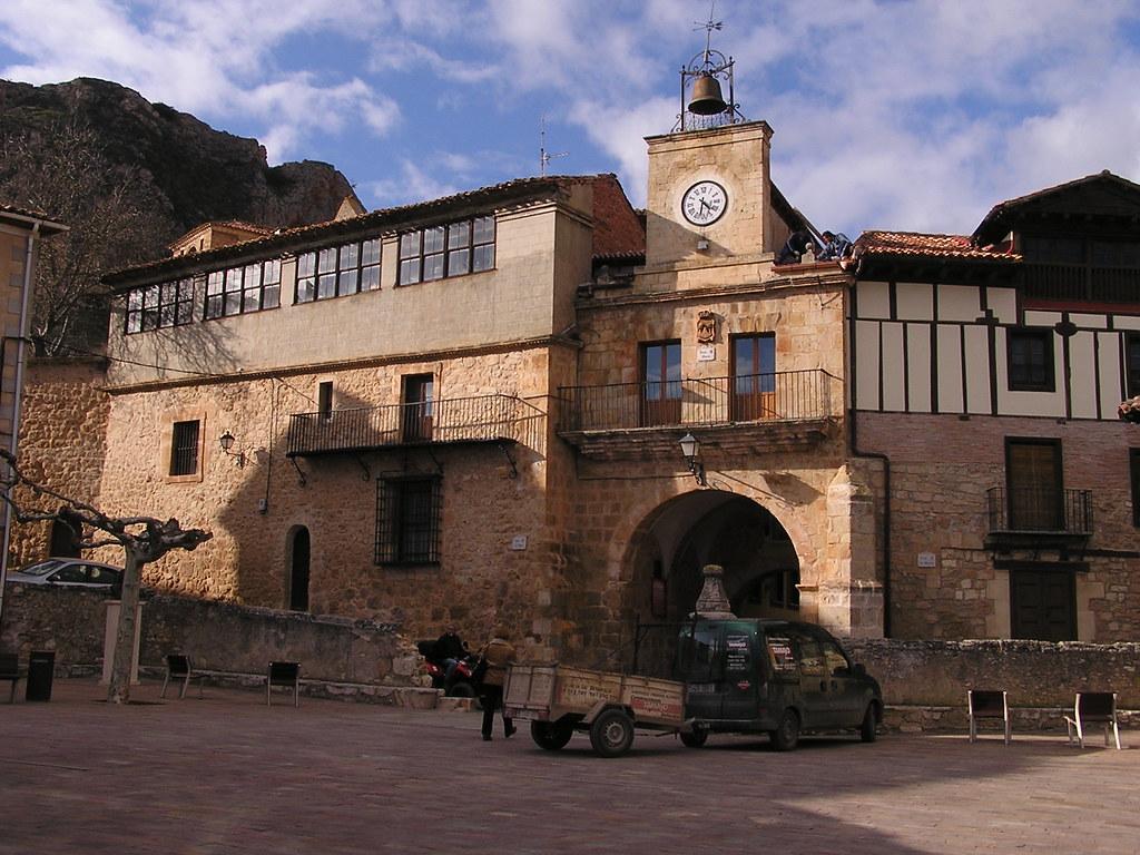 Burgos Ayuntamiento Poza de la Sal 01