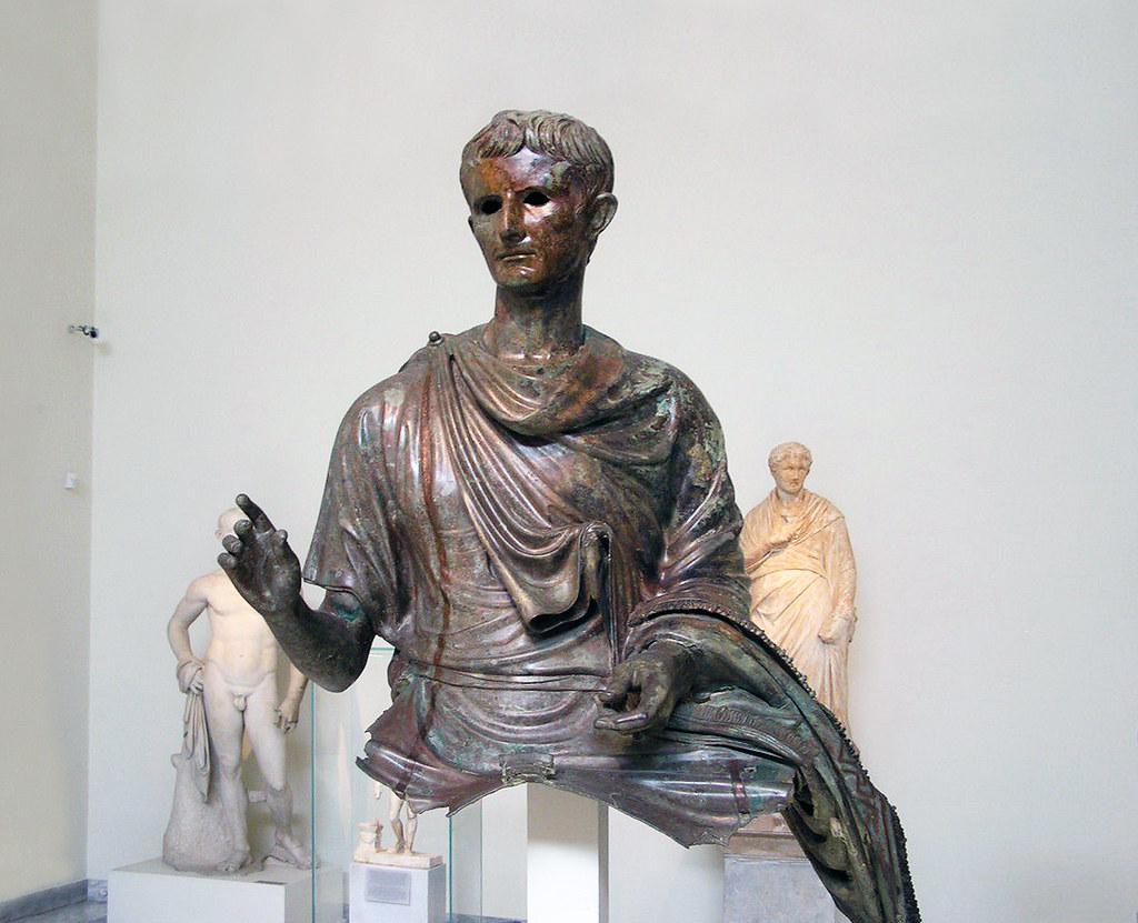 Estatua de bronce ecuestre Octavio Augusto de bronce Museo Arqueologico Nacional Atenas Grecia 10