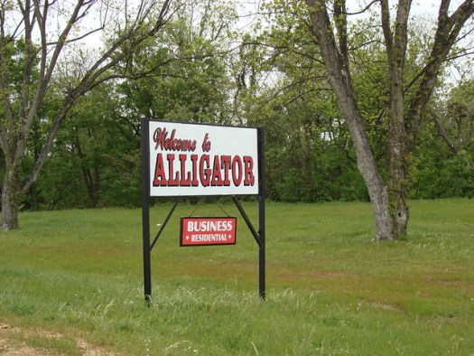 Alligator, MS Sign