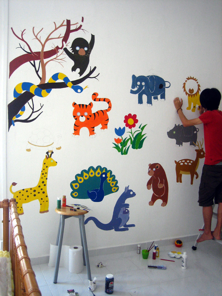 painting the lion