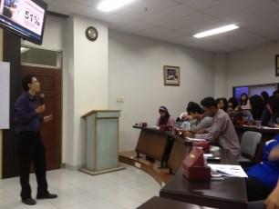 Pelatihan Menggunakan Social Media dengan Produktif @ Universitas Esa Unggul