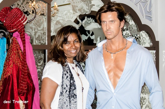 Hritik Roshan with a fan in Singapore Madame Tussauds Museum