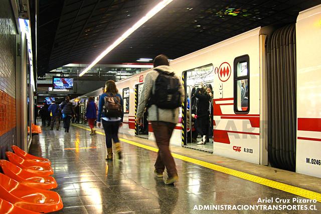 Metro de Santiago (HDR) - CAF NS2012 N2123 - Pedro de Valdivia (L1)