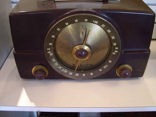 Old Radio, by Rob Mac, 2005