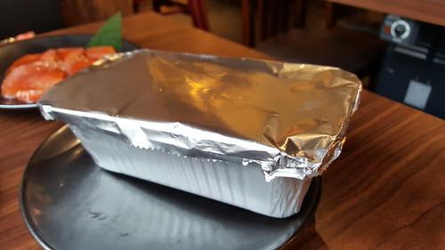 อาหารบางอย่างจะมาเป็นแบบนี้ ย่างบนเตาทั้งอย่างนี้ประมาณ 5-8 นาที