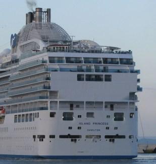 Panama Canal Island Princess Stern Cabins - Princess Cruises ...