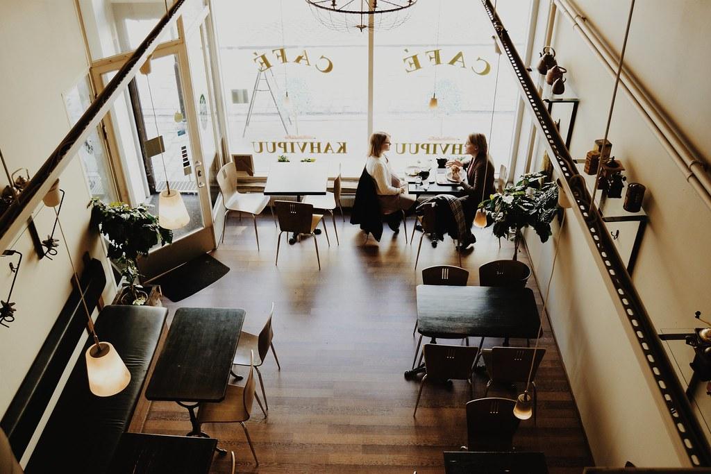Imagen gratis de una cafetería con chicas