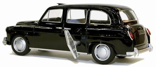 33 Mettoy Austin FX4