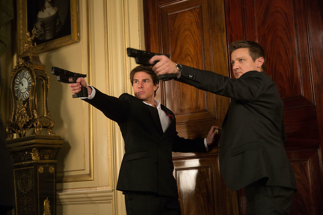 Mission-Impossible-–-Rogue-Nation-11-Tom-Cruise-and-Jeremy-Renner