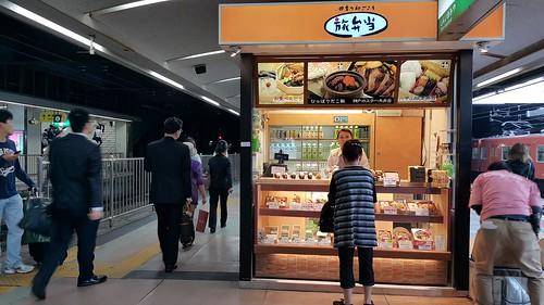 มื้อเช้า ลองฝากท้องกับข้าวกล่องในสถานีรถไฟฟ้า